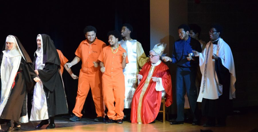 The+cast+bows+at+the+end+of+their+production+of%0ASister+Act.+Photo+by+Rosa+Reyes.